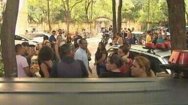 Protesto de professores é marcado por confusão em Ribeirão Preto - Pelo menos 20% das escolas ficaram sem aulas.