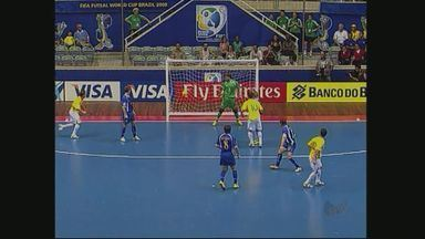 Falcão anuncia que não jofará mais pela seleção brasileira - Ex-joggador do Orlândia revela problemas e critica a Confederação Brasileira de Futsal.