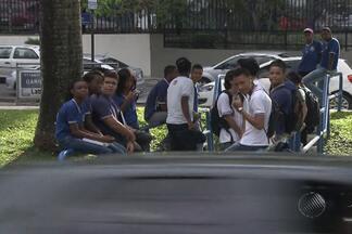 Estudantes voltam às aulas depois de paralisação de professores - Professores da rede estadual haviam suspendido as atividades por três dias.