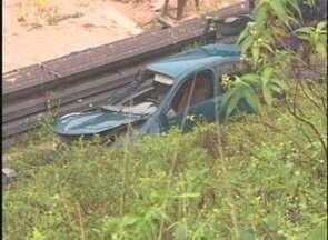 Mulher de ex-vereador morre em acidente de trânsito, no AM - Acidente ocorreu na Ponte Rio Negro; marido e filha também estavam no carro e ficaram feridos.