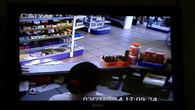Adolescente é detido depois de assaltar farmácia na Vila C - Ele estava acompanhado de outro assaltante que conseguiu fugir .
