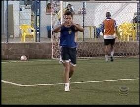 Amigos frequentam a Paróquia Santo Antônio e as partidas de futebol - Bate bola de toda semana é 'sagrado'. Veja o 'Praticando Esporte'.