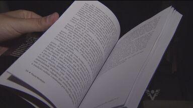 """Bombeiro escreve livro contando trabalho dos profissionais - Paulo Modesto escreveu """"Athos e a força de vontade"""""""