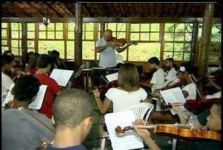 Alunos da Orquestra do Amanhã, em Petrópolis participam de workshop - Evento, no interior do Rio, faz parte do 'Ação Social pela Música do Brasil'.O resultado poderá ser visto em uma apresentação nesta sábado (22).