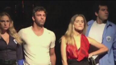 """Peça """"Razões para ser bonita"""" é apresentada no Coliseu - Ator Marcelo Faria fala sobre espetáculo"""