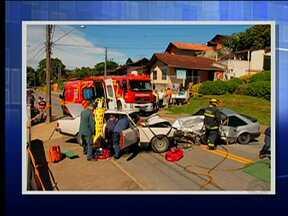 Acidente deixa três feridos em Blumenau - Ocorrência foi registrada na tarde deste sábado (22)