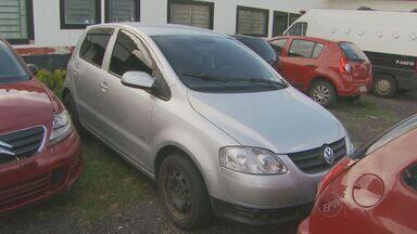 Polícia detém quadrilha após achar carros roubados em Hortolândia, SP - Dois carros roubados em Campinas (SP) foram localizados neste sábado (22) em Hortolândia (SP), durante operação da Polícia Civil. Quatro suspeitos de roubo e receptação foram presos no Jardim Santa Clara.