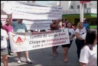 Manifestação contra violência é realizada em Montes Claros - Estudante morreu baleado em briga entre facções criminosas.