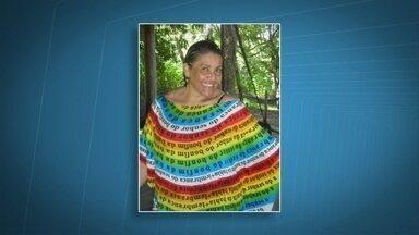 Polícia encontra carro de professora desaparecida há 13 dias - Márcia Regina Lopes, de 56 anos, mora em Águas Claras e dá aula no Sudoeste. A professora foi vista pela última vez no dia 9 de março. O carro dela foi encontrado no estacionamento do comércio da Quadra 2 de Sobradinho.