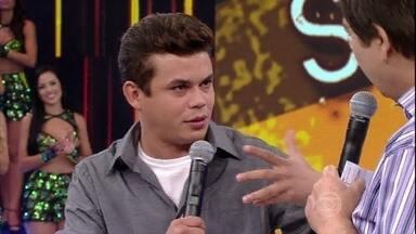Saco de Risadas: Emerson Ceará anima a plateia do Domingão - Comediante conta piadas e fala das mundanças em sua vida