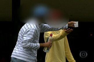 Menores de idade bebem e fumam maconha em plena luz do dia no Parque do Ibirapuera - Equipe do SPTV flagrou situação irregular também no Horto Florestal. Em uma das gravações aparece um carro da Guarda Civil Metropolitana, mas os guardas não fazem nada.