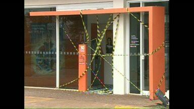 Bandidos explodem caixa eletrônico em Cambé mas não conseguem levar dinheiro - A explosão foi durante a madrugada no caixa eletrônico do Novo Bandeirantes em Cambé.