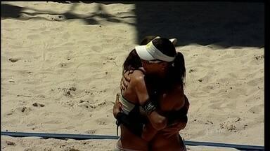 Juliana e Maria Elisa vencem Ágatha e Bárbara Seixas pelo Circuito de vôlei de praia - Alisson e Bruno Schmidt ficaram com título no masculino.