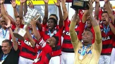 Em prévia da semifinal do Cariocão, Flamengo goleia Cabofriense por 5 a 3 - Equipe recebe a Taça Guanabara ao fim do jogo.