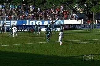 Goianésia e Goiás ficam no 1 a 1 na primeira semifinal - Azulão do Vale sai na frente, vê rival ter jogador expulso, mas cede empate no estádio Valdeir José de Oliveira.
