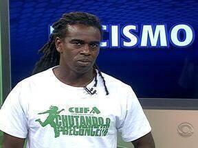Tinga faz parte do projeto 'Chutando o Proconceito' da CUFA-RS e fala sobre racismo - Ele participou do Globo Esporte RS desta segunda-feira (24).