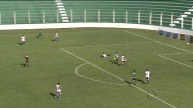 Arapongas vence o Cianorte e respira no Torneio da Morte do Paranaense - Arapongas vence o Cianorte e respira no Torneio da Morte do Paranaense