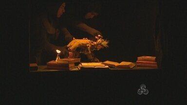 Desabrigados pela cheia do Rio Madeira assistem teatro de fantoches no fim de semana - A apresentação foi de uma peça de uma companhia de teatro de Minas Gerais.