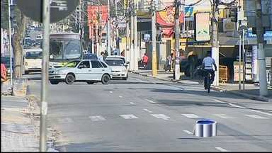 Motoristas de Taubaté, SP, devem enfrentar nova mudança no trânsito daqui a um mês - A prefeitura está fazendo obras para inverter o sentido de seis ruas e avenidas próximas à Praça Santa Teresinha.