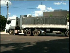 Polícia Federal apreendeu caminhão com cigarros contrabandeados - Ao todo cerca de mil caixas seriam transportadas de Guaíra até Curitiba.