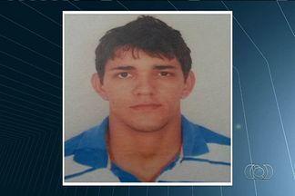 Jovem de 21 anos é morto a tijolada após discussão sobre futebol em Indiara - Segundo o delegado que cuida do caso, a vítima saia de uma festa na madrugada de domingo quando foi abordada por três homens.