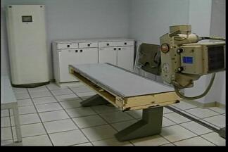 Equipamento de raio x do Hospital Municipal de Passo Fundo, RS, está consertado - Técnicos realizam testes e medições para liberar a máquina.
