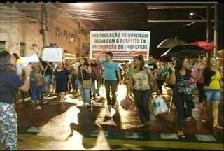 Professores municipais decretam greve e fazem protesto em Campos, no RJ - Professores pedem aumento salarial de 7% e redução na carga horária semanalAssembleia ratificou a pauta de reivindicações encaminhada em 2013.Reitoria informou que manterá os esforços de negociação com o governo.