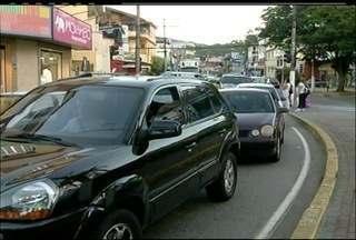 Em Nova Friburgo, RJ, dirigir em horário de movimento está virando um transtorno - O horários variam entre 12h até 14h.