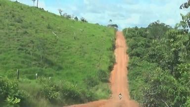 Em Apuí, no AM, cheia afeta ano letivo em diversas escolas - O problema é o caminho pra garotada chegar na escola.