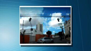 Telespectador reclama que semáforos estão desativados em região de Cuiabá - Um telespectador reclama que os semáforos estão desativados na divisa dos bairros Morada do Sol e Santa Helena, em Cuiabá.
