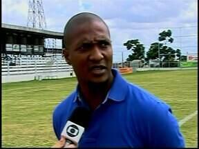 Lateral Gilberto, ex-seleção brasileira, chega em Araxá - Jogador visitou o Araxá, clube no qual vai comandar as categorias de base