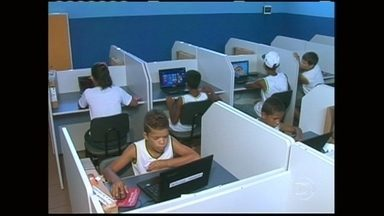 """Escola de Ipoeirinha é revisitada pelo Caldeirão do Huck - Após oito meses, Caldeirão volta a escola que recebeu ajuda do programa no """"Cresça e Apareça""""."""