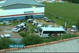 Homens são detidos em campo de futebol no Parque dos Pinheiros - Cerca de 30 homens foram abordados em um campo de futebol no Parque dos Pinheiros, em Álvares Machado, na noite deste sábado (29), em uma operação da Polícia Militar envolvendo mais de 15 viaturas, um ônibus e o Helicóptero Águia.