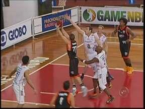 Bauru Basquete vence o Goiânia e espera playoffs - O Bauru Basquete venceu o Goiânia na última rodada da primeira fase do NBB. Aagora o time espera a definição da data do início da série de playoffs.