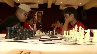 Três Rios, RJ, sedia Campeonato Estadual de Xadrez - 56 estudantes, de sete cidades do estado, passaram horas concentrados pela competição que fez parte do Festival da Juventude.