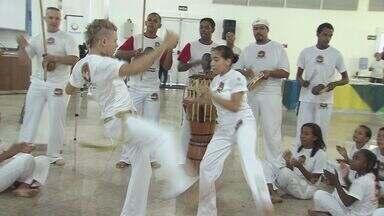 Crianças da Praia Grande realizam formatura de capoeira - 150 crianças participaram do evento