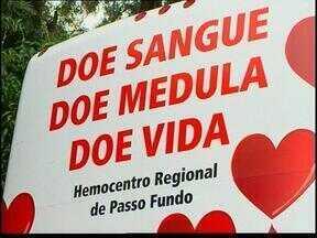 Unidade móvel do Hemopasso Regional atende doadores de sangue - A vigilância sanitária liberou essa medida para evitar o desabastecimento de mais de cem municípios.