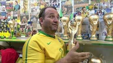 Conheça o botafoguense famoso por confeccionar taças da Copa do Mundo - Torcedor é conhecido como Jarbas das Taças.