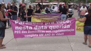 Empregadas domésticas fazem protesto - Nesta quarta-feira completa um ano da aprovação da PEC das domésticas