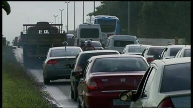 Estrada Parque Núcleo Bandeirante também não está livre de congestionamentos - A velocidade máxima exigida na rodovia muda ao longo dos 24 Km de extensão, mas o que se vê entre o Riacho Fundo I e Núcleo Bandeirante os motoristas mal conseguem acelerar. Congestionamentos são frequentes.