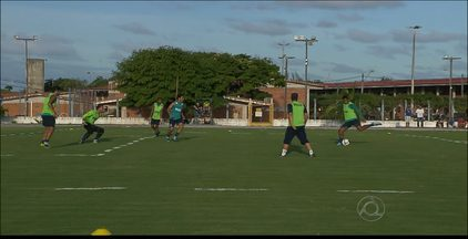 Goiás tem dois desfalques para encarar o Botafogo-PB - O zagueiro Valmir Lucas e o volante Amaral estão contundidos e não jogam na estreia dos dois times na Copa do Brasil. A partida acontece às 19h30 no Almeidão.