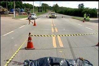 Homem é atropelado e morre em rodovia de Campos, no RJ - Roberto Ferreira da Silva tentava atravessar a rodovia.O motorista que atropelou e matou o homem não prestou socorro.