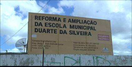 Estudantes de escolas públicas sem aulas na Paraíba - A Escola Municipal Duarte da Silveira, em João Pessoa e a Escola Estadual Professor Antonio Gomes, em Bayeux estão em reforma desde o ano passado.