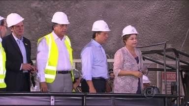 Presidente Dilma visita obras da Linha 4 do metrô na futura estação de São Conrado - A presidente se encontrou com dez moradores da Rocinha, que representavam a comunidade, e com 200 funcionários que trabalham na obra. Dilma passeou num jipe aberto.