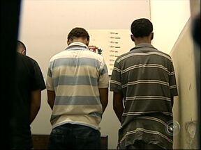 Suspeitos de roubos são presos em operação da DIG de Itapetininga - Uma operação comandada pela Delegacia de Investigações Gerais (DIG) de Itapetininga (SP) terminou com a prisão de cinco homens suspeitos de roubos em cidades da região.