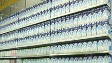 Preço do leite sobe e preocupa consumidores - Os produtores dizem que um dos principais motivos foi a estiagem justamente no período chuvoso.