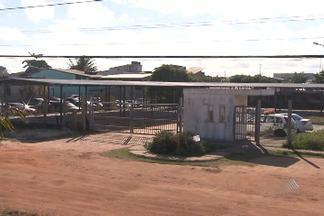 Mais de 200 alunos de Arembepe estão sem aula porque o prédio ainda está em construção - O espaço temporário em que os alunos deveriam ter aula enquanto as obras do colégio não terminam também não está pronto.