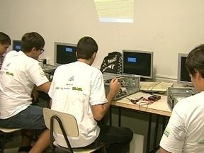 Projeto Fênix deve abrir vagas para cursos de manutenção e montagem de computadores - Projeto Fênix deve abrir vagas para cursos de manutenção e montagem de computadores