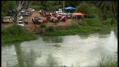 Encontrado corpo de pastor arrastado pela correnteza do Rio Descoberto - Almir Marques de Carvalho era pastor em Ceilândia. Ele batizava fiéis no rio quando desapareceu. O local é cheio de placas que alertam para o perigo.