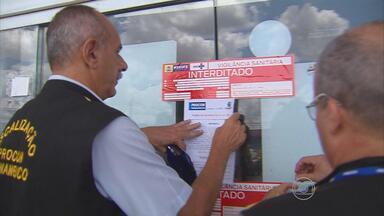 Vigilância Sanitária do Recife interdita supermercado após encontrar produtos impróprios - Outro estabelecimento foi notificado devido a más condições de higiene.